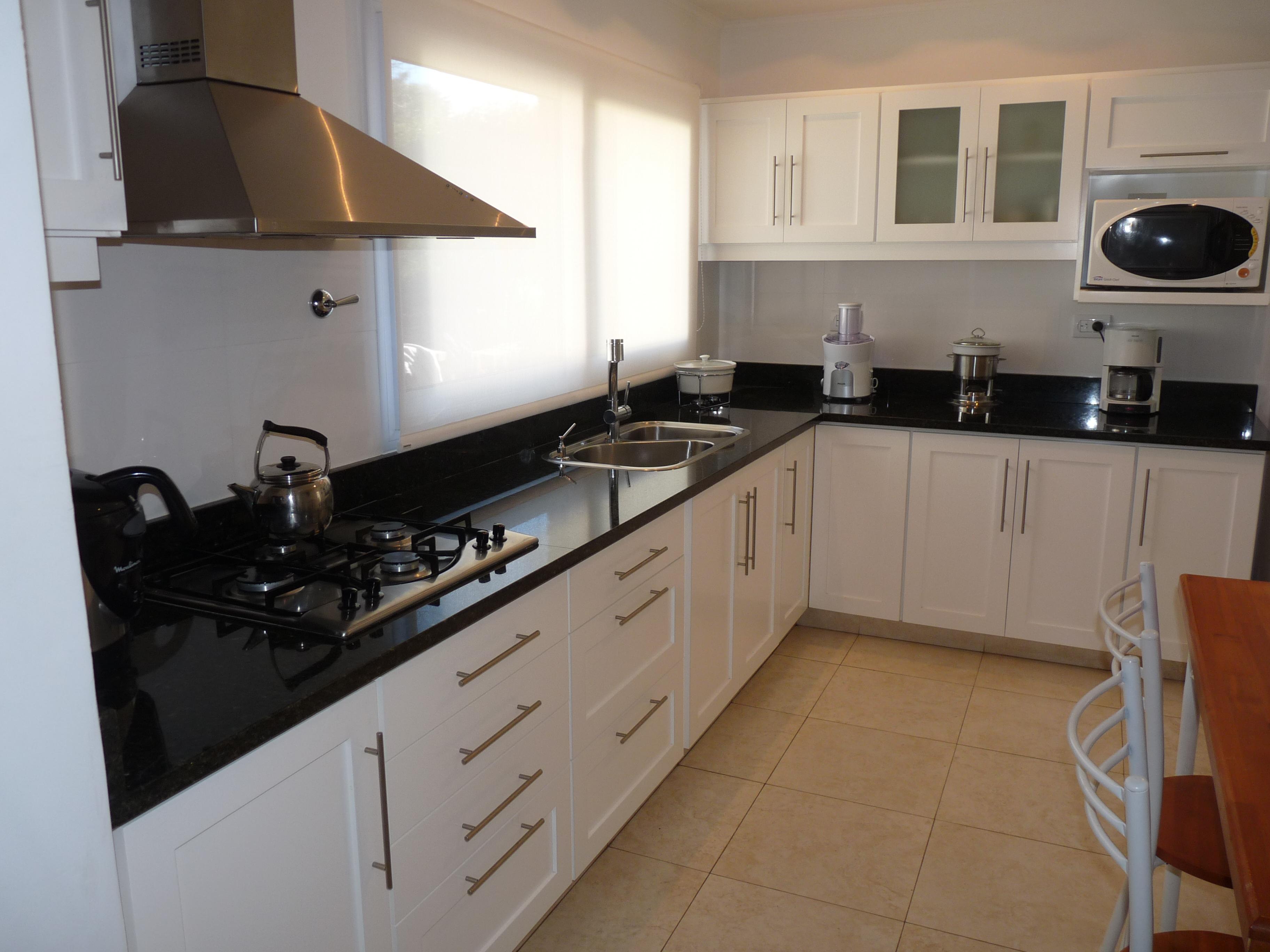 Fotos de cocinas m rmoles roa for Marmoles para cocinas