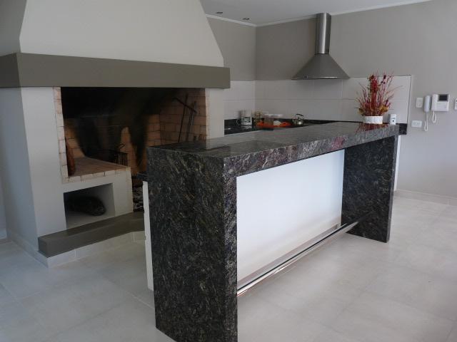 Fotos de cocinas m rmoles roa for Barra de granito para cocina precio