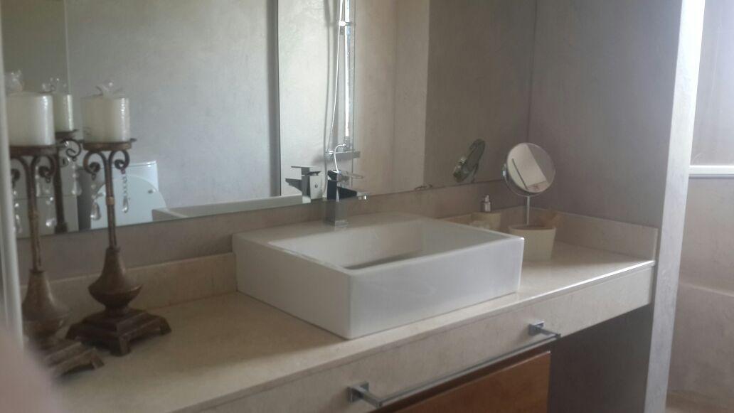 Lavatorio de apoyo de loza blanca cuadrado monocomando for Mesadas de bano
